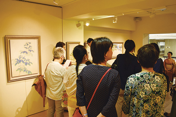 Image of Strolling Feeling Art in Ginza - Afternoon Gallery Unique to TOKYO ART & LIVE CITY